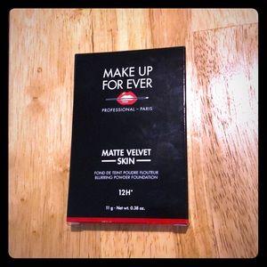 Makeup forever matte velvet skin powder foundation